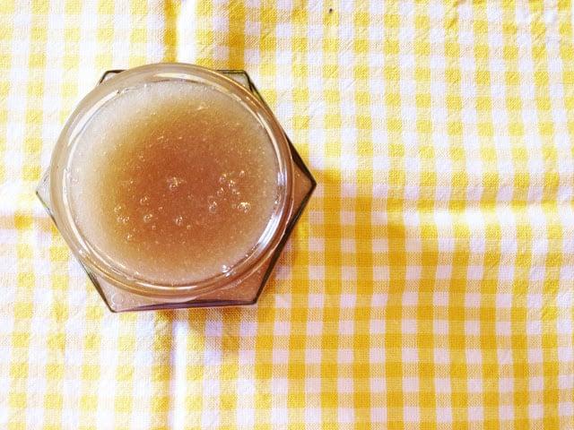 Homemade Christmas Gifts: DIY Lemon and Sugar Scrub