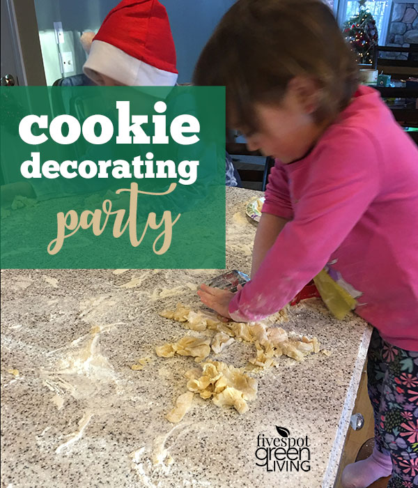 Christmas Cookie Decorating Party / Christmas Activities for Kids Plus Free Printable Calendar