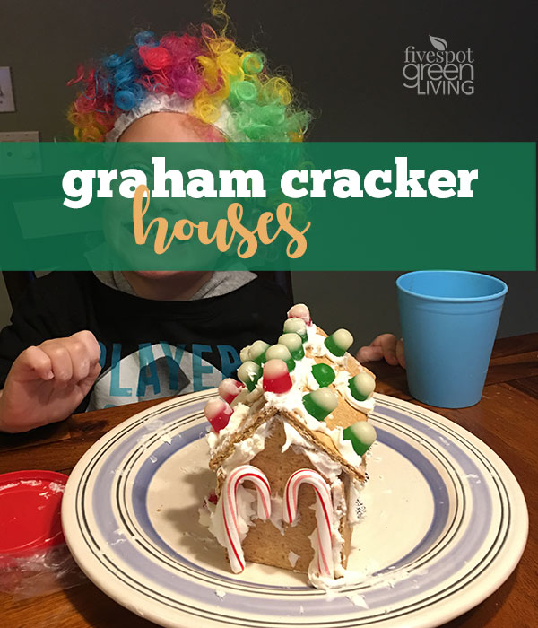 Graham Cracker Cookie Houses / Christmas Activities for Kids Plus Free Printable Calendar
