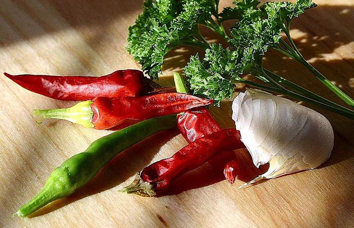 garlic and hot pepper for homemade insecticide