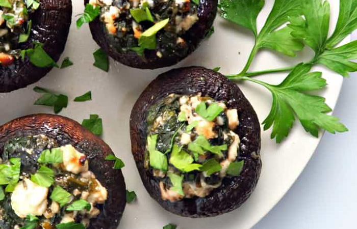 blog-spanakopita-stuffed-mushrooms 20 Healthy Appetizers for Thanksgiving