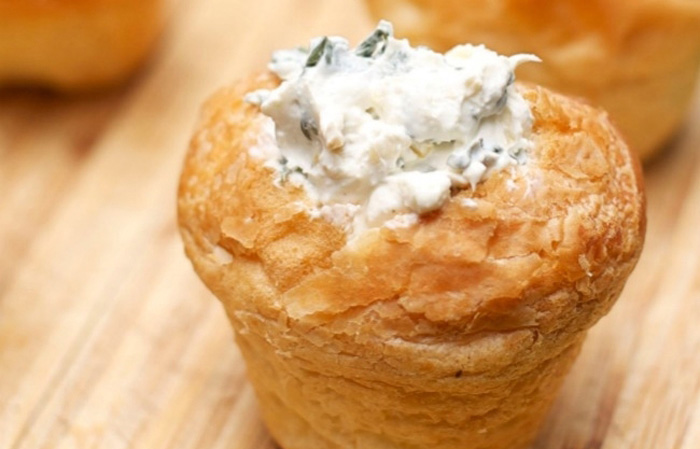 Mini Spinach Bread Bowl Appetizer Dip