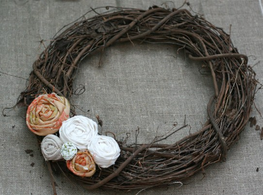 DIY Crafts: Easy Spring Wreath Tutorial