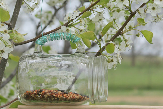 DIY Mason Jar Bird Feeder - Homemade Winter Garden and Bird Feeder Ideas
