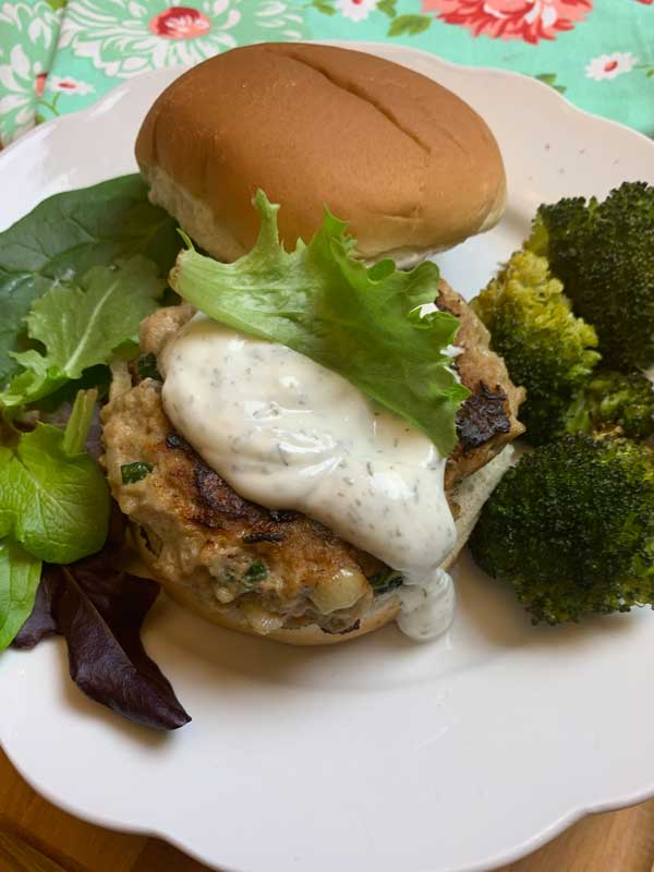 turkey burger recipe with yogurt dill sauce