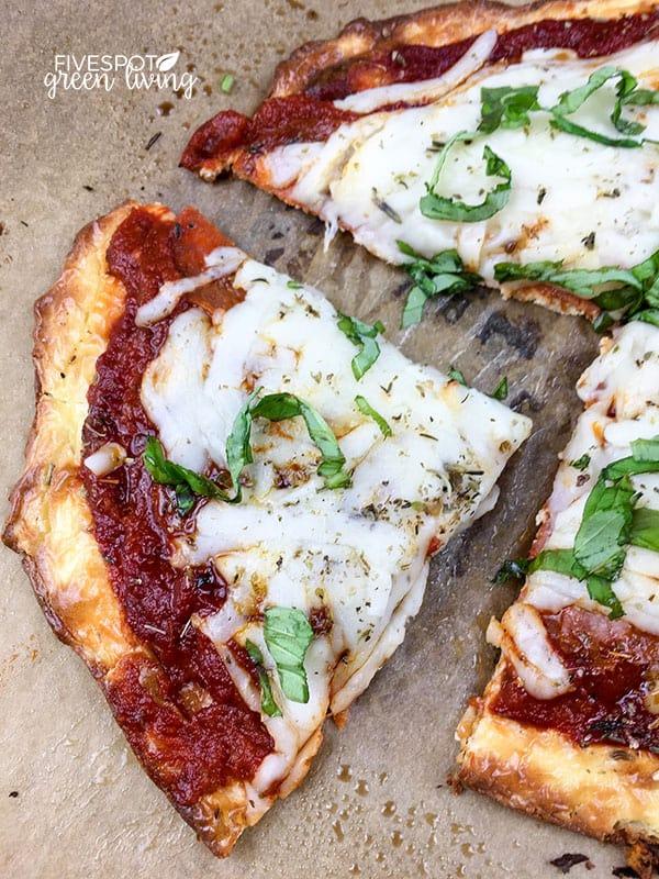 blog-weeknight-keto-pizza-pieces Easy Weeknight Keto Pizza Recipe