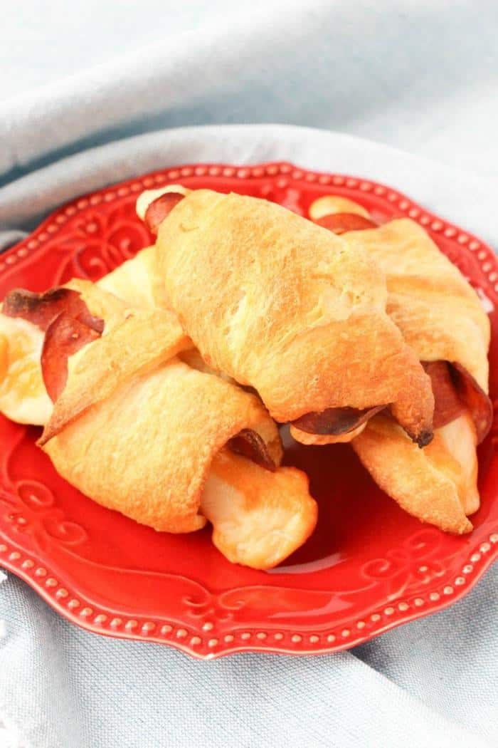 cheesy-pizza-crescent-rollups-pin-1 21 Easy and Delicious Appetizers for Kids
